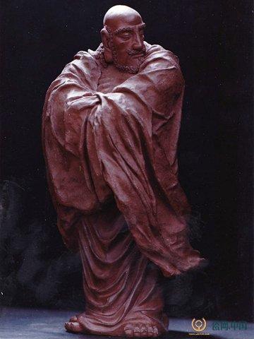 他的陶艺雕塑作品受到国内外行家的瞩目和