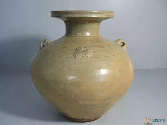 东汉至唐盛行的一种青瓷制品.盘口壶的演变趋势是盘口加大,颈由短